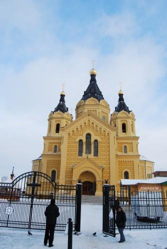 У ворот собора