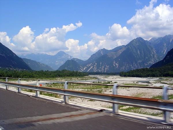 Река и горы