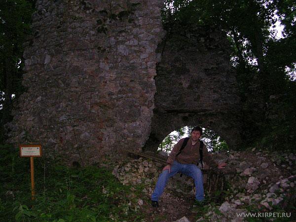 Среди руин