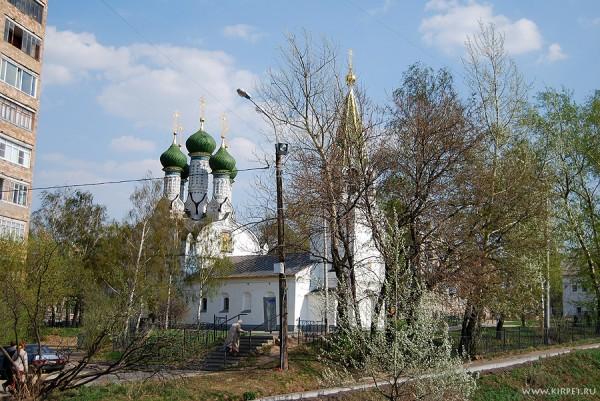 Вид на церковь с мостика