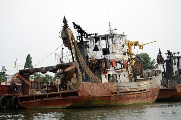 Старый рыболовецкий кораблик