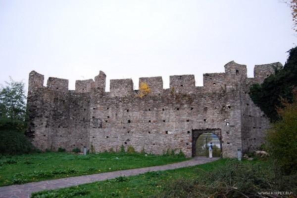 Дальняя северная стена