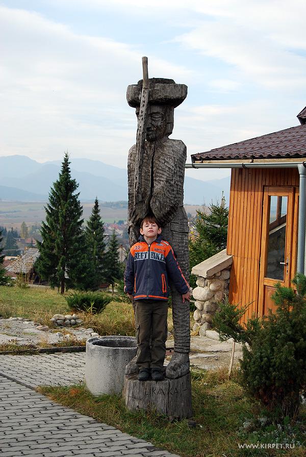 Деревянная статуя