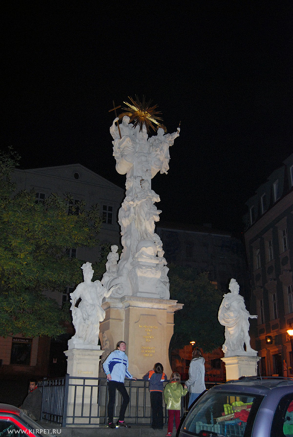 Статуя на площади