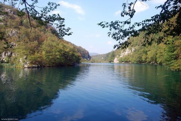 Вдоль озера