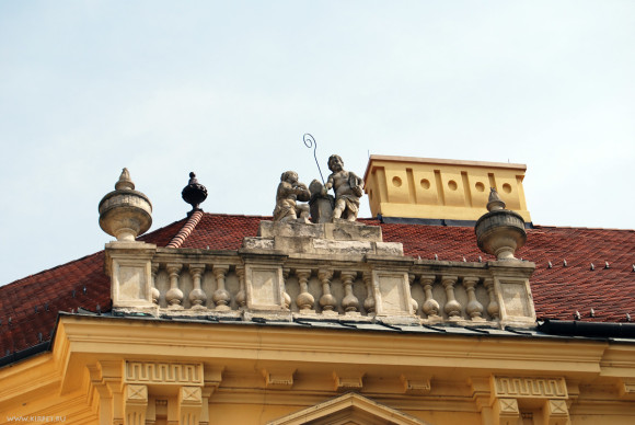 Фигурки на крыше