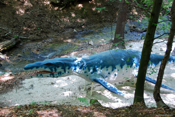 Водоплавающий динозавр