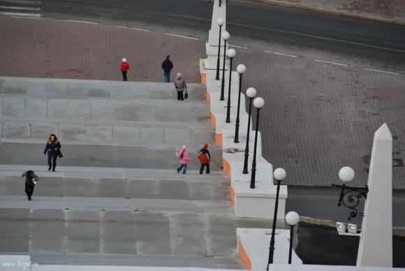 Дети на лестнице