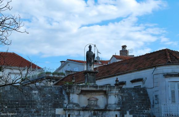 Статуя покровителя города