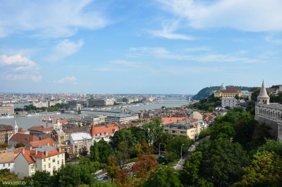 Вид вверх по Дунаю
