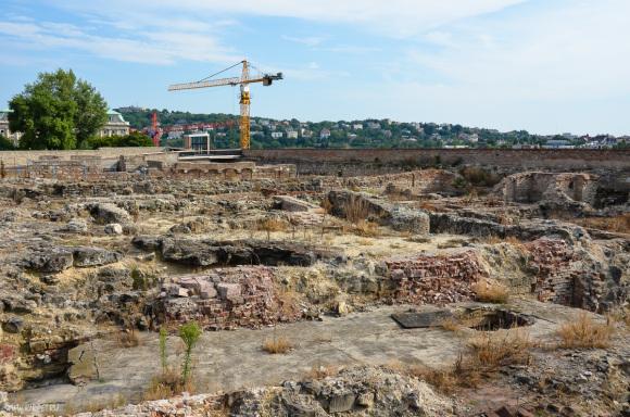 Останки древних стен