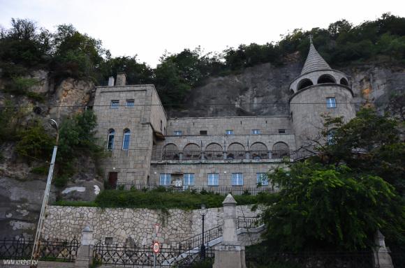 Пещерная церковь в холме Геллерт