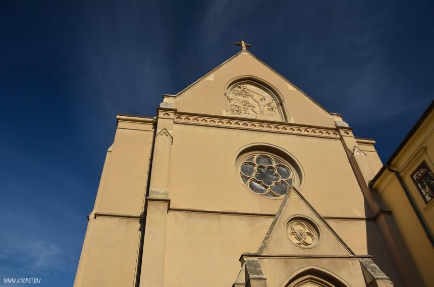Какая-то церковь