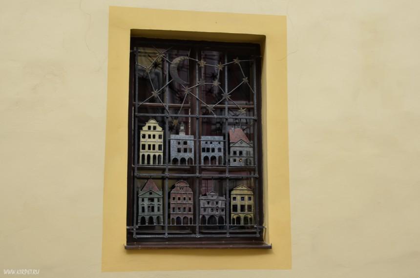 Домики в окне