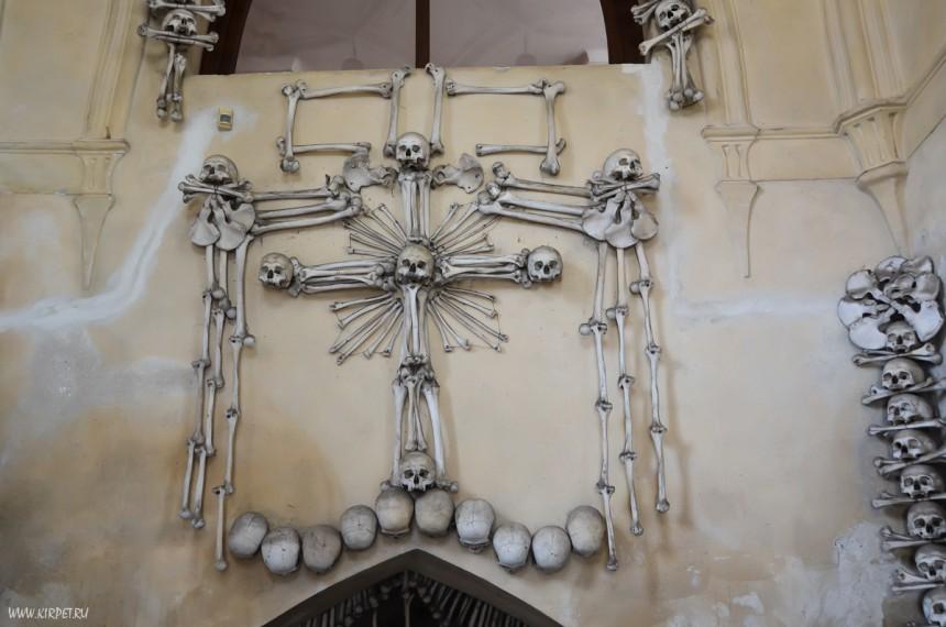 Крест из черепов