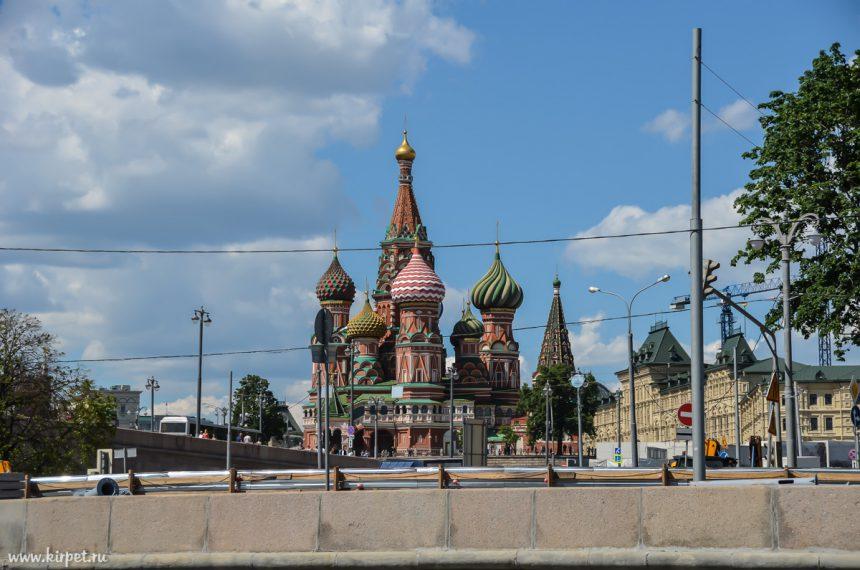Храм Василия Блаженного с реки