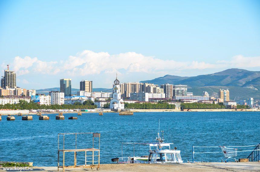 Вид на пляж Нептун и Храм Петра и Февроньи Муромских